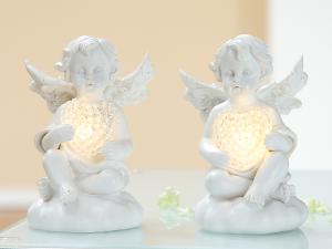 Angyal világító szívvel