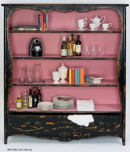 Antikolt szekrény nagy fekete-rózsaszín