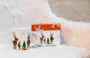Karácsonyi bögre szűrővel díszdobozban Family Christmas