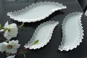 Kínáló tál S-alak virágos fehér-ezüst nagy