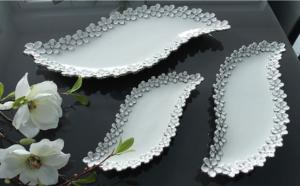 Kínáló tál S-alak virágos fehér-ezüst kicsi