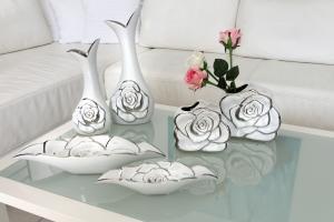 Váza rózsás hosszúkás nagy fehér