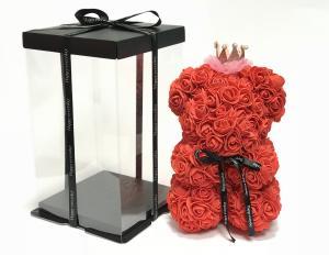 Virágmaci koronával-kalappal piros