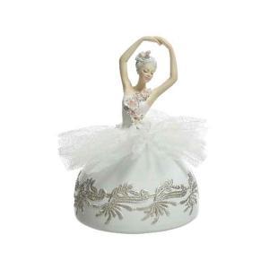 Zenélő balett lány